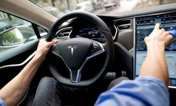 Der Autopilot für Tesla Model S und Model X wird verbessert. / Bild: (c) APA/dpa/Sven Hoppe (Sven Hoppe)