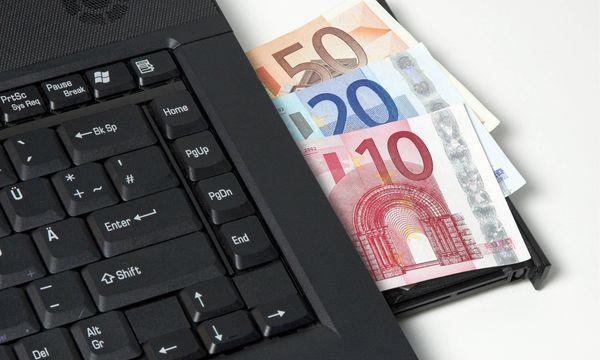 Deutsche zögern bei Geldanlage im Netz  / Bild: (c) Imago