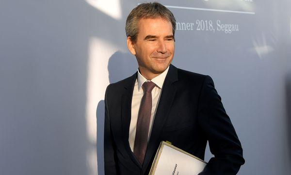 Finanzminister Hartwig Löger (ÖVP) / Bild: APA/ROLAND SCHLAGER