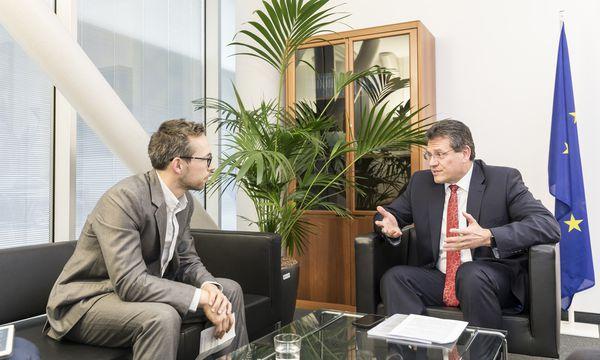EU-Kommissionsvizepräsident Maroš ?efčovič (r.) sieht das von der OMV forcierte Nord-Stream-2-Projekt äußerst kritisch. / Bild: (c) Clemens Fabry