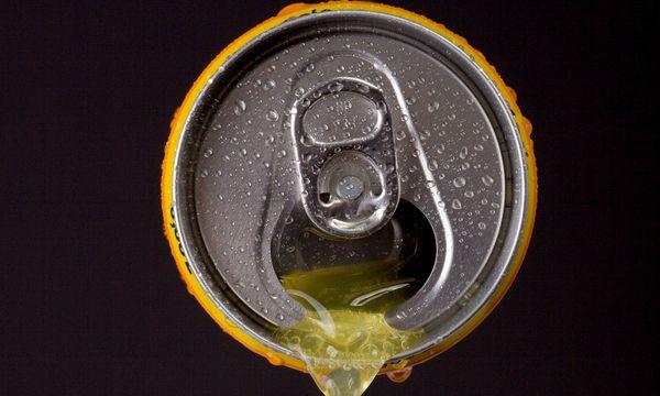 Zuckerhältige Getränke gelten als Hauptproblem. / Bild: (c) McPHOTO / vario images / picturedesk.com