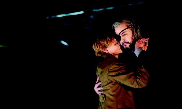 Wotans Abschied ohne Feuerzauber: Ingela Brimberg (Brünnhilde), Aris Arigirs (Wotan). / Bild: Theater an der Wien/Prammer