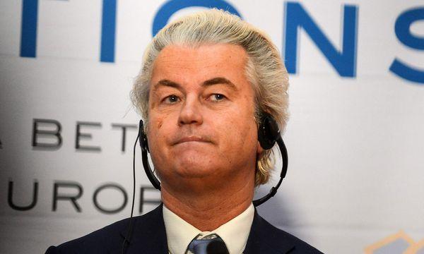 Geert Wilders freut sich über den Ausgang der italienischen Wahlen. / Bild: (c) APA/AFP/MICHAL CIZEK (MICHAL CIZEK)