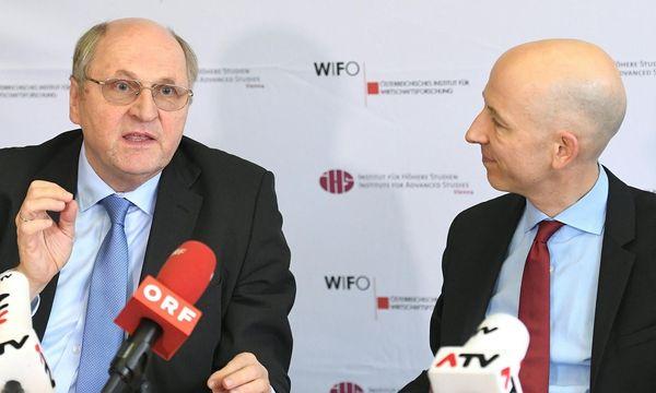 Wifo-Chef Christoph Badelt und IHS-Chef Martin Kocher erhöhen die Wachstumsprognosen / Bild: APA/HELMUT FOHRINGER