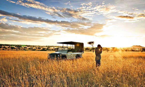 (c) Singita Lodges Beobachtung. Mit Rangern geht es in die Serengeti hinaus. Jede Sichtung ist ein Glück.