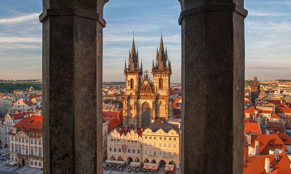 (c) Prague City Tourism_www.prague.eu Wahrzeichen. Die Teynkirche am Altstädter Ring, eines der bekanntesten Gebäude Prags.