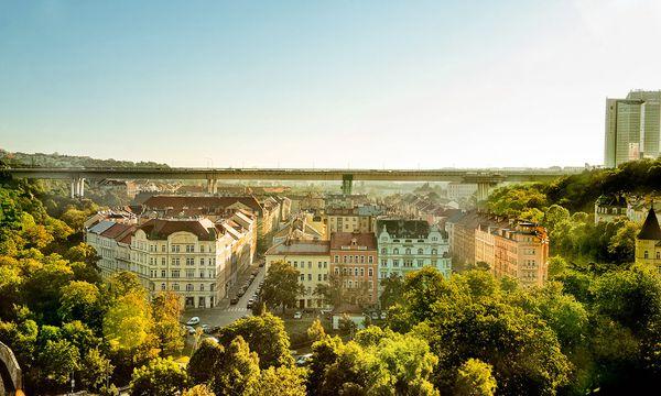 (c) Prague City Tourism_www.prague.eu Geländeform. Vom Vyšehrad blickt man ins Nusle-Tal mit seiner dominanten Brücke.