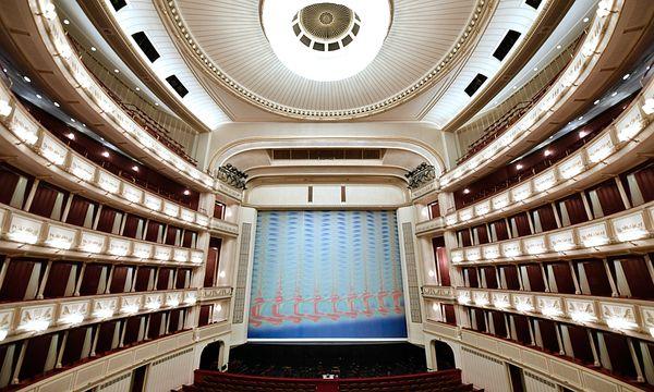 Die Wiener Staatsoper innen, heuer gestaltete Tauba Auerbach den Eisernern Vorhang / Bild: (c) APA (HANS KLAUS TECHT)