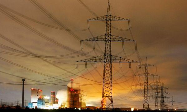 Der Verfall der Strom-Großhandelspreise zwingt deutsche Versorger in die Knie. / Bild: (c) Reuters
