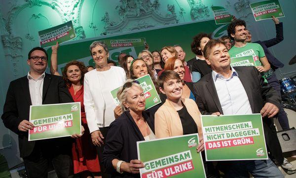 Gruppenfoto mit Grünen-Spitzenkandidatin Ulrike Lunacek im Rahmen der Wahlkampfauftakt-Veranstaltung / Bild: APA/GEORG HOCHMUTH