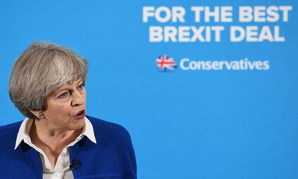 Die Konservativen könnten nur noch auf 310 Mandate gegenüber bisher 330 kommen. / Bild: APA/AFP/POOL/LEON NEAL