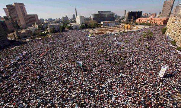 Tausende feiern auf Party auf dem Tahrir-Platz / Bild: Tahrir-Platz am Freitag (c) AP (Hussein Malla)