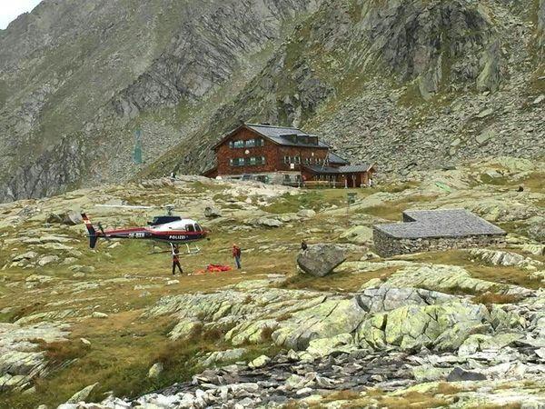 Hubschrauber im Einsatz nach dem Absturz. / Bild: (c) APA