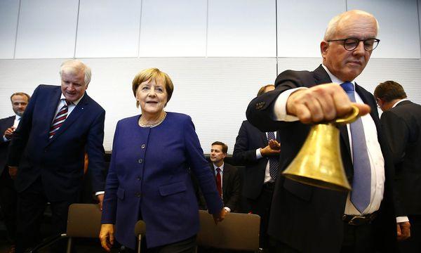 Seehofer, Merkel und Kauder - vereint in einer CDU-CSU-Fraktion. / Bild: REUTERS