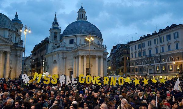 Archivbild: Anhänger der Fünf-Sterne-Bewegung im Wahlkampf in Rom / Bild: APA/AFP/ANDREAS SOLARO