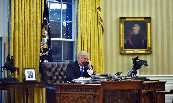 Trump bedankte sich für die Unterstützung des US-Luftangriffs in Syrien. / Bild: APA/AFP/MANDEL NGAN