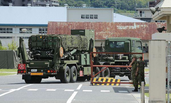 Auf Fernsehbildern waren Militärfahrzeuge mit dem Material zu sehen.  / Bild: APA/AFP/JIJI PRESS/STR