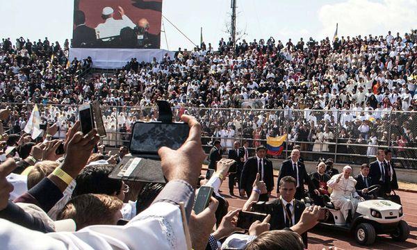 Beidseits der Grenze am Río Grande, im mexikanischen Ciudad Juárez und der texanischen Zwillingsstadt El Paso, löste der symbolträchtige Besuch des ersten lateinamerikanischen Papstes Freudentaumel unter Gläubigen aus. / Bild: (c) imago/ZUMA Press (imago stock&people)