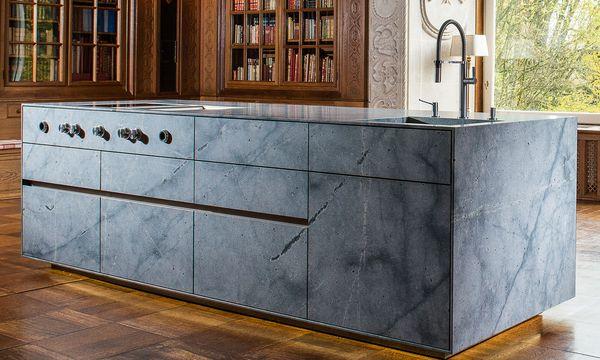 (c) Beigestellt Elementar. Auch Küchen aus Naturstein sind zu bestaunen.