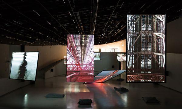 (c) Bruno Lopes/Fundação EDP Die Brücke. Bill Fontanas Installation aus Livebildern und bombastischem Sound.