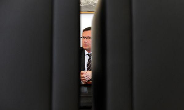 Ex-Verteidigungsminister Darabos führte die Verhandlungen mit Eurofighter alleine – und im Geheimen. / Bild: (c) Clemens Fabry
