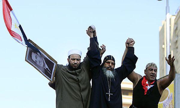 Muslime und ein Kopte bei einer Pro-Mubarak-Demo / Bild: (c) AP (Amr Nabil)