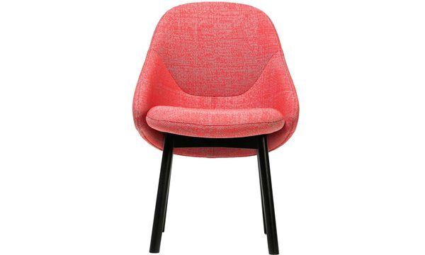"""(c) Beigestellt Stuhlalltag.  Alex Gufler entwarf den Stuhl """"Alba"""" für den Hersteller Ton, auch Teil der Ausstellung."""