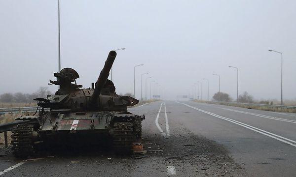 Das Bild dieses zerstörten Panzers in der