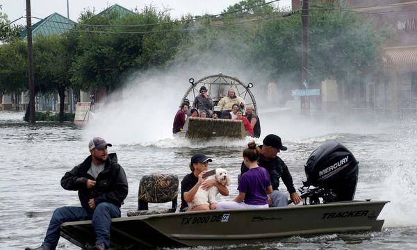 Tausende Menschen mussten in der überschwemmten Stadt Houston mit Booten gerettet werden. / Bild: (c) REUTERS