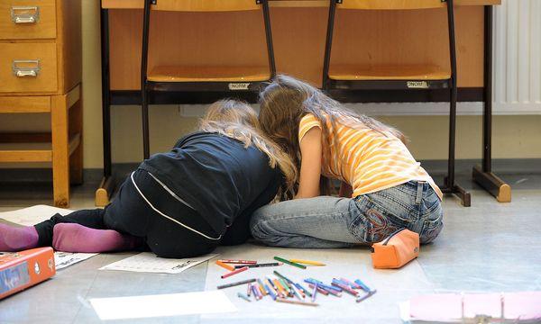 Was Kinder in der Pause machen? Hoffentlich nicht am Handy hängen. / Bild: (c) Clemens Fabry