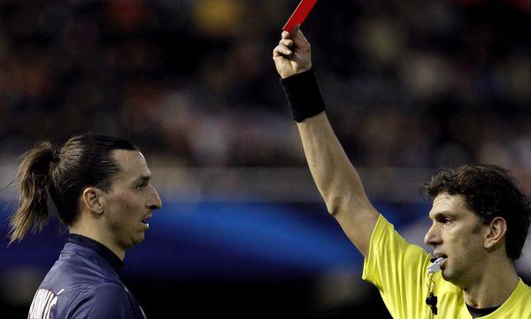 Zlatan Ibrahimovic sieht die Rote Karte / Bild: EPA/Juan Carlos Cardenas