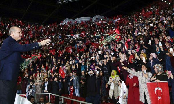 Recep Tayyip Erdo˘gan wirbt für eine Präsidialrepublik. / Bild: (c) APA/AFP/TURKISH PRESIDENTIAL PRESS SERVI/MURAT CETIN MUHURDAR (MURAT CETIN MUHURDAR)