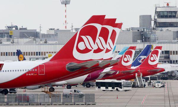 Wieder fallen bei Air Berlin zahlreiche Flüge aus / Bild:  APA/dpa/Roland Weihrauch