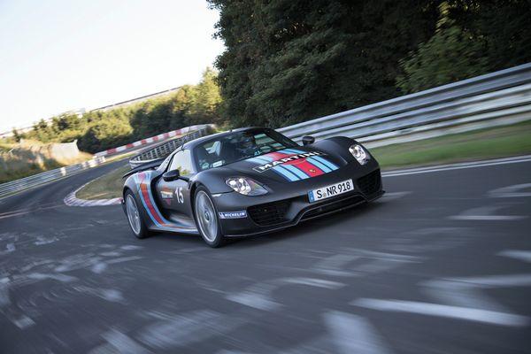 Das erste Serienauto unter sieben Minuten auf der Nordschleife: Porsche 918 Spyder im Jahr 2013. /