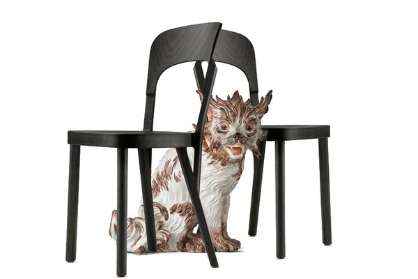 (c) beigestellt Robert Stadler. Wenn Thonet-Stühle auf Meißner Porzellan treffen.