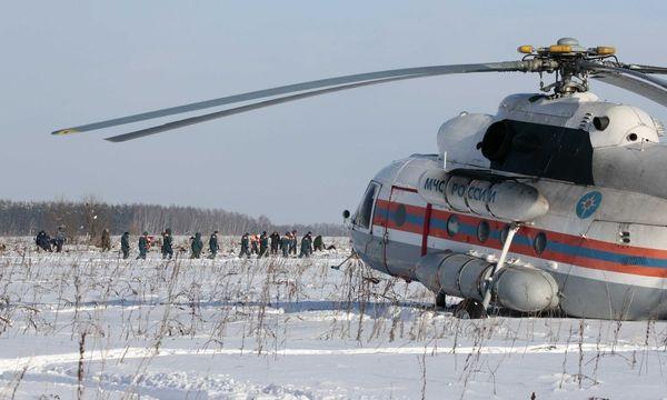 Einsatz am Unfallort nahe Moskau: Zivilschützer suchen nach Flugzeugteilen und menschlichen Überresten nach dem Flugzeugabsturz vom Sonntag. / Bild: REUTERS