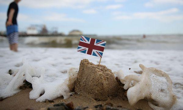 Die EU-Kommission stellt sich gegen London. / Bild: REUTERS/Neil Hall