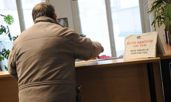 Symbolbild: Mann beim Arbeitsamt / Bild: (c) Clemens Fabry (Presse)