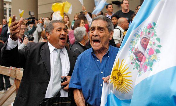 Jubel in den Straßen von Buenos Aires. / Bild: REUTERS/Agustin Marcarian