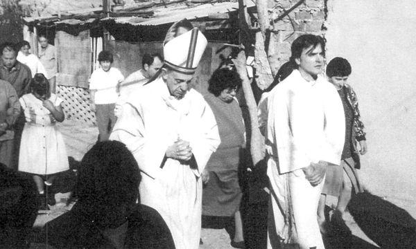 Undatiertes Bild:  Jorge Mario Bergoglio auf Visite in Buenos Aires. / Bild:  EPA/EDICIONES B /