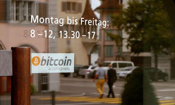 In einzelnen Geschäften – hier im schweizerischen Zug – wird Bitcoin als Zahlungsmittel akzeptiert.  / Bild: (c) REUTERS (ARND WIEGMANN)