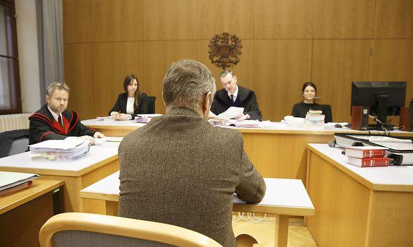 Der Beschuldigte am Freitag vor Gericht / Bild: APA/ERWIN SCHERIAU