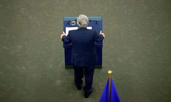 European Commission President Juncker addresses the European Parliament during a debate on The State of the European Union in Strasbourg / Bild: REUTERS