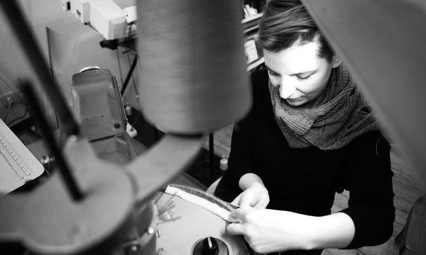 (c) Beigestellt Textiles Handwerk. Veronika Perschè arbeitet mit Garn, Wolle, Nylon und sogar Stahldraht.
