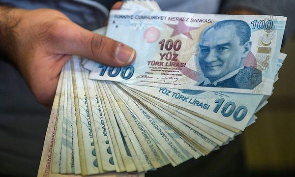 Türkische Lira. / Bild: APA/AFP/OZAN KOSE