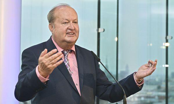 Der bisherige RTR-Geschäftsführer Alfred Grinschgl ging mit 1. Juli in Pension. IM Bild bei seiner Abschiedsfeier Ende Juni.  / Bild: APA/Hans Punz