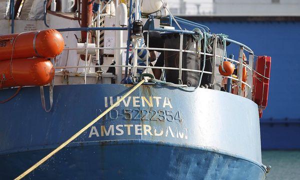 """Am Schiff """"Iuventa"""" entzündete sich der jüngste NGO-Streit. / Bild: imago/Italy Photo Press"""
