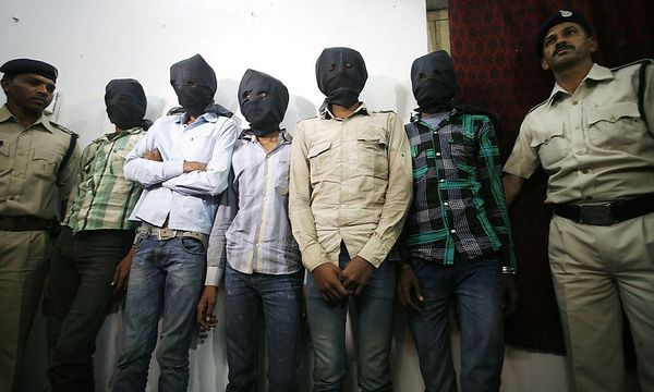 Fünf Männer werden verdächtigt, eine Schweizerin vergewaltigt und ausgeraubt zu haben. / Bild: (c) EPA (SANJEEV GUPTA)