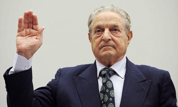 Soros bei einer Vereidigung vor einer Aussage vor dem US-Kongress anno 2008 zum Thema Hedge Funds / Bild: Reuters