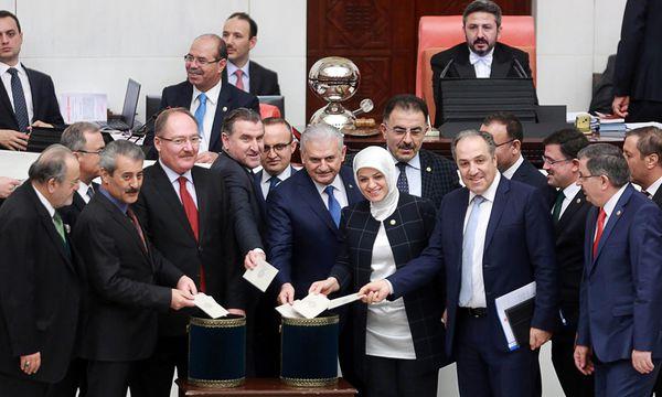 Bild: (c) APA/AFP/ADEM ALTAN (ADEM ALTAN)